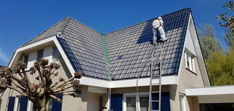 """""""Het dak weer in nieuwstaat"""""""